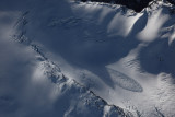 Avalanche, Challenger Glacier (Challenger110410-20adj.jpg)