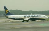 Ryan Air B737-800 approaching MAD runway