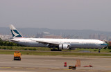 Cathay 777-300 landing in TPE
