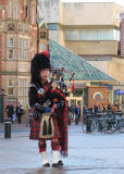 Pipe Major Dale McLean Hull city centre.JPG