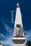 Dois Obeliscos ladeando a EN 10, ao Km 13,895 (IIP)