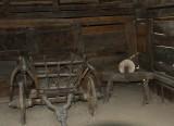 Gamle redskaper i landsbymuseet.jpg