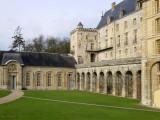 Le château et les écuries