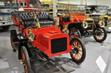1905 Ford Model C (foreground)