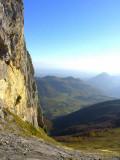 Eperon Est du Rocher d'Aran, plateau du Bénou et le Rey au loin