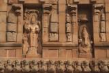 Figures on side of Brihadeeswarar Temple
