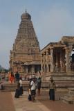 Pilgrims at Brihadeeswarar Temple 02