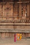 Women in Saris in front of Brihadeeswarar Temple