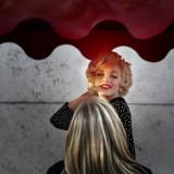 A Blonde admires a Blonde ;-)