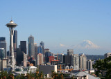 22 seattle space needle and rainier