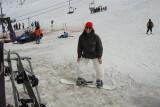 Helô fazendo snowboard
