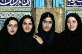 Schoolgirls visiting Sheikh Lotfallah mosque