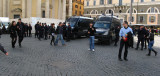 At Piazza del Popolo: Police and vans ready for any distubances .. R9462_1