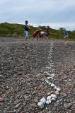 Ormen växer för varje år... vi lade som traditionen bjuder dit några ytterligare stenar.