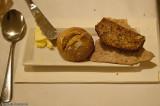 2. Brödkorg, Berglunds knäcke, Högbolimpa, surdegsbulle, hemkärnat smör.