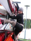 Carin & hennes medhjälpare Steffie klängde som små apor vid lastningen...
