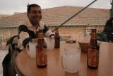 Aref apprécie la bière palestinienne, nous aussi...