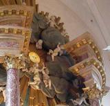 Cherubs climbing to the Vor Frelsers Kirke ceiling