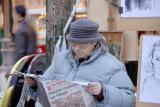 95 - La vieille au journal