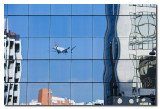 Reflejo de avion aterrizando  -  Reflection of plane landing