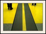 Jambes dans les coins  jaunes