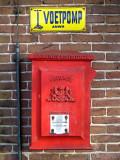 Mailbox and pump