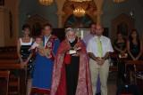 Der Oshin administrates through the Baptism ceremony
