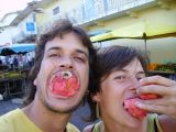 menjant fruita d'allà