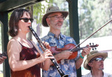 Troika folk musicians Julie and Glen