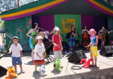 Kids and their friends jam with Yeh Dede