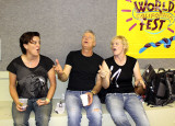 Australian pals Bluehouse and Tommy Emmanuel sing show tunes backstage