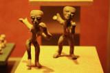 Figurines jetant qqch