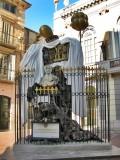 Plaça de Gala i Salvador Dalí