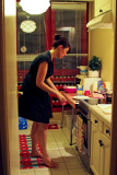 Aurelie preparant le diner.