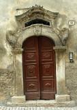 Scanno- brown door