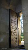 Aux portes de l'église