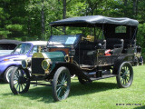 1913 Ford Depot Bus
