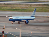 United 757 on taxiway