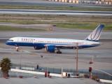 United 757 turning on to runway