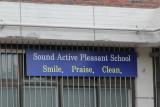 Lydaktiv behagelig skole høres jo fristende ut. Er derimot ikke så sikker på Smil, lovpris, vask....