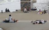 Concrete picknick  by the Han River