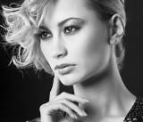 Cheryl Mauer Hair & make-up: Yvon Moll