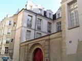 Turreted bldg - Rue de Hautefeuille between rue de l'Ecole de Medicine & Bd St-Germain