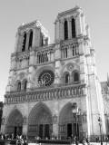 NotreDame_Front_bw.jpg