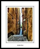 A very slim street...
