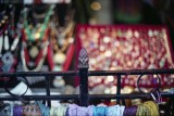 Indian shop @f1.1 Reala
