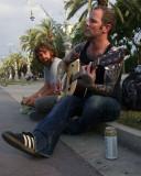 una cerveza y una guitarra...