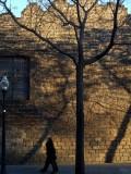 muro con ventana y sombras