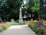 ...leads to the very floral Jardin Godron