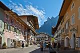 Bahnhofstraße mit Blick auf den Karwendel